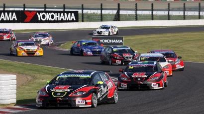 Alain Prost logra un hito se hace con el trofeo de Suzuka